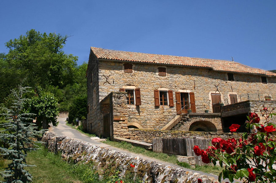 Holiday cottage for rent or guest house: Family house South Aveyron 18th century