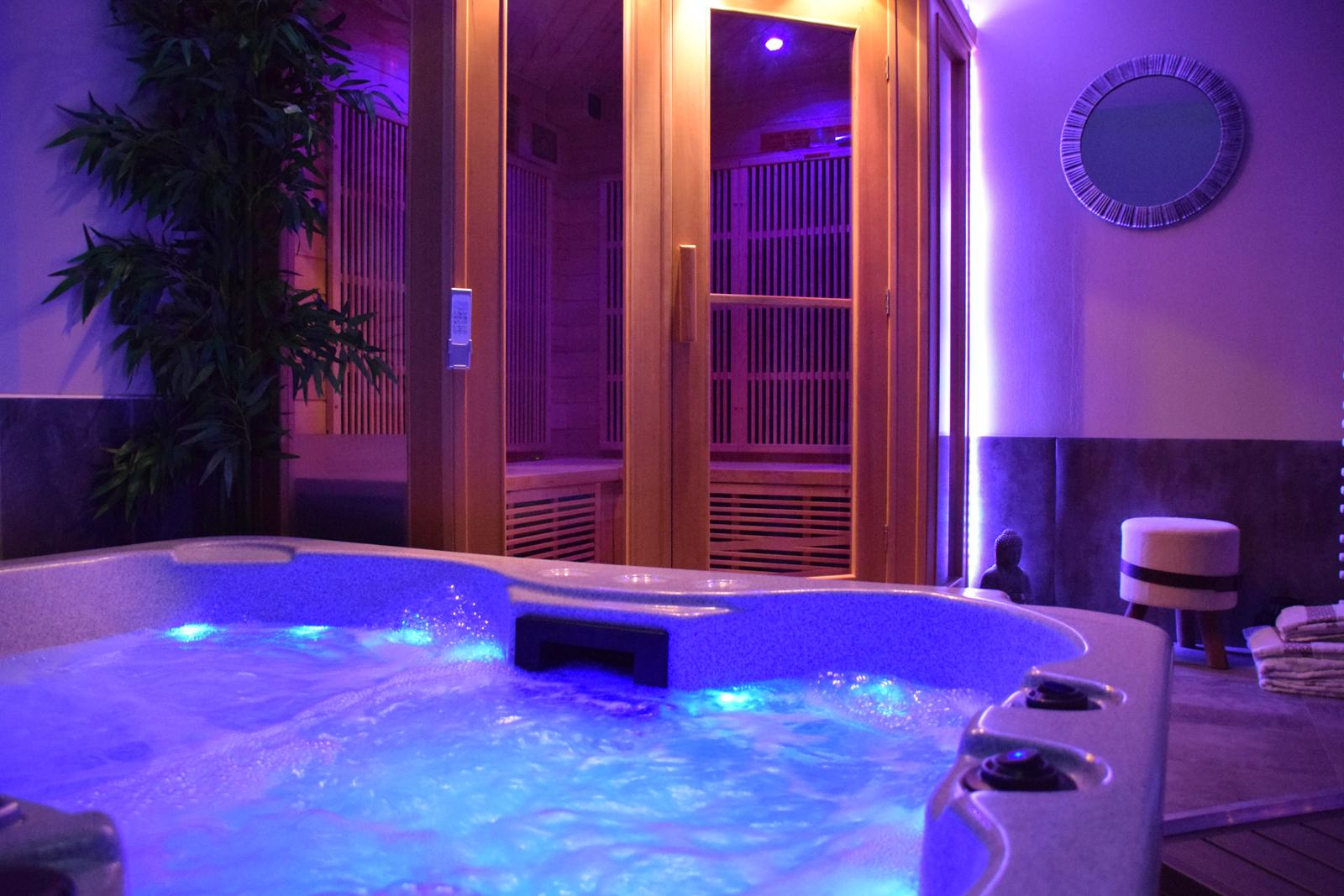 Wellness bathroom with jacuzzi and sauna Dandelion cottage and spa Gorges du Tarn Aveyron
