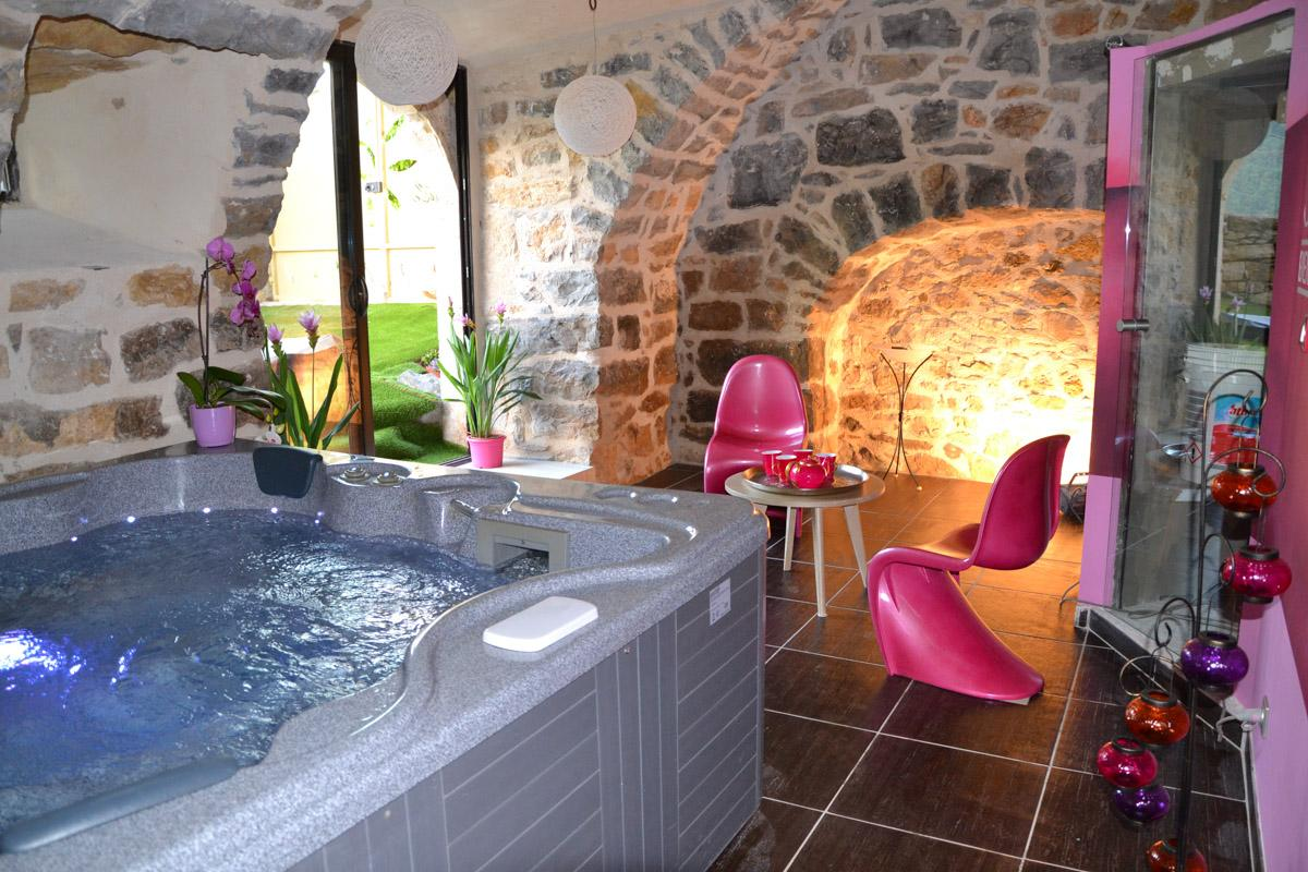 room with spa hammam, cottage with spa hammam under arch stone