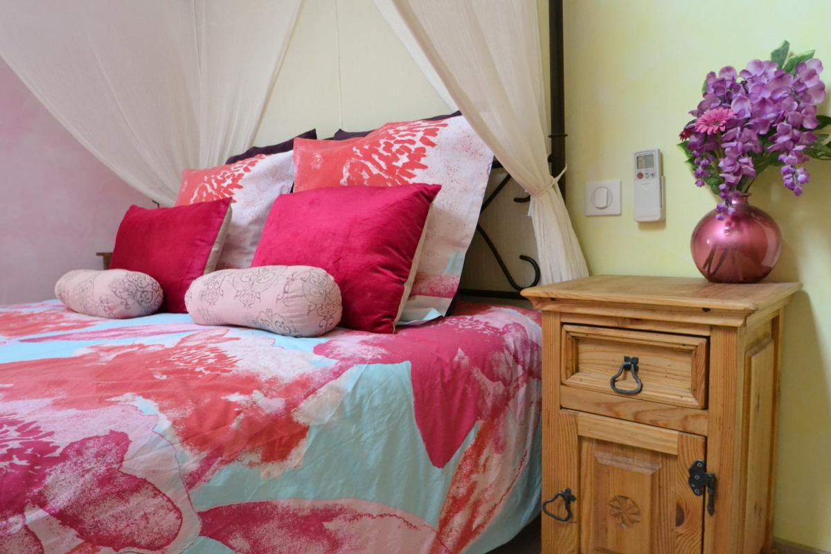 B & B with romantic and pink decoration, canopy bed and exotic furniture in the South of France